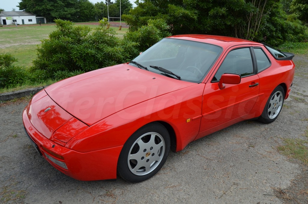 Porsche 944 Turbo image